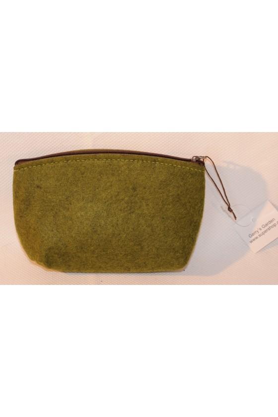 Tasche, Filztasche, Hirschmotiv aufgestickt, grün/braun
